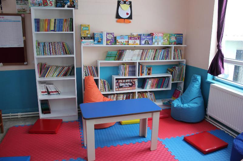 Üsküdar Üniversitesi öğrencileri Yalova'da 2 bin kitaplık kütüphane kurdu 2
