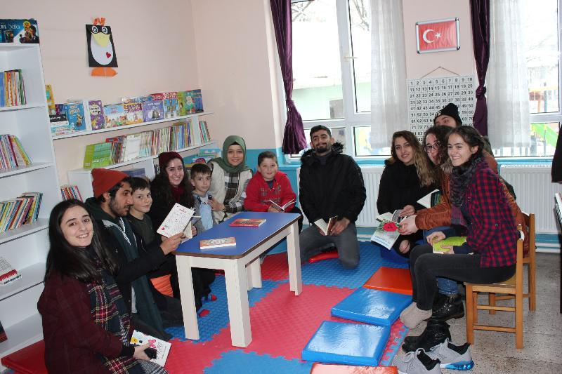 Üsküdar Üniversitesi öğrencileri Yalova'da 2 bin kitaplık kütüphane kurdu 3