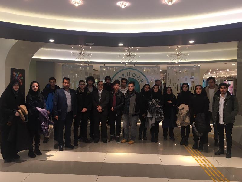 İran'ın asırlık lisesinin öğrencileri Üsküdar Üniversitesini ziyaret etti