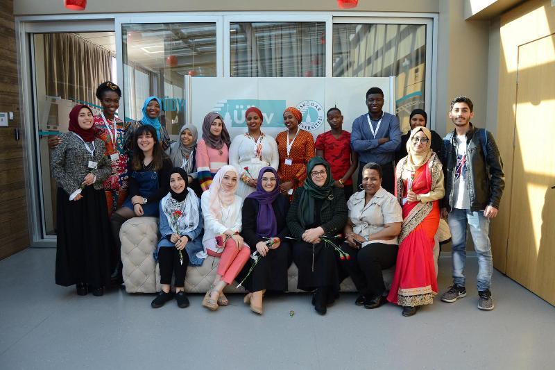 Uluslararası öğrenciler ülkelerindeki kadınları anlattı 12