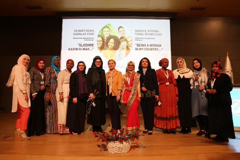Uluslararası öğrenciler ülkelerindeki kadınları anlattı 11