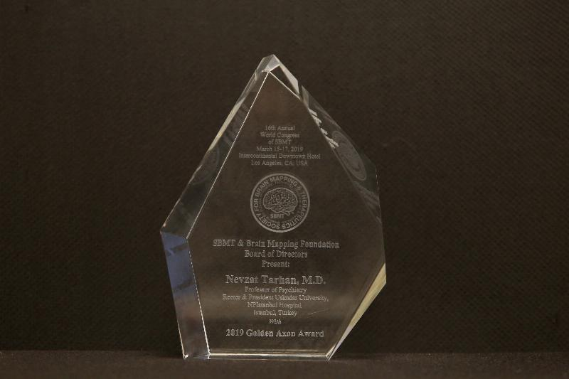 2019 Golden Axon Liderlik Ödülü Prof. Dr. Nevzat Tarhan'a 3