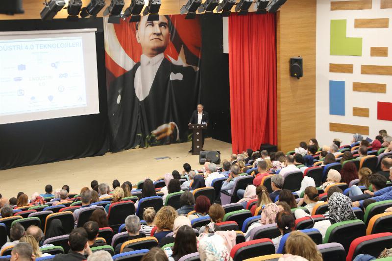 """Prof. Dr. Nevzat Tarhan: """"Merak ve hayret duygusuyla öğrenilen bilgi kalıcı oluyor"""""""