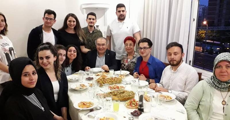 Prof. Dr. Nevzat Tarhan öğrencileriyle iftar yaptı