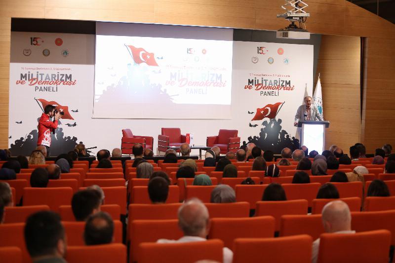 """15 Temmuz Demokrasi ve Milli Birlik Günü  üçüncü yıldönümünde  """"Militarizm ve Demokrasi"""" konuşuldu"""