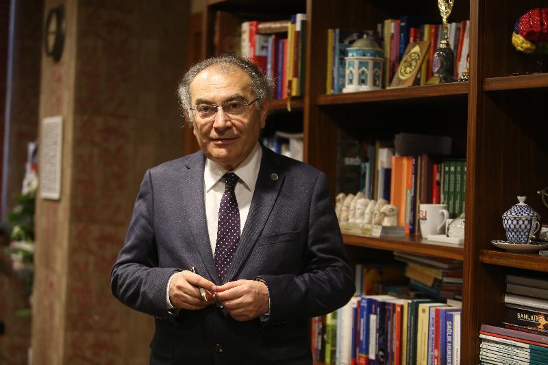 Prof. Dr. Nevzat Tarhan, kitaplarıyla Önce Vatan gazetesinde
