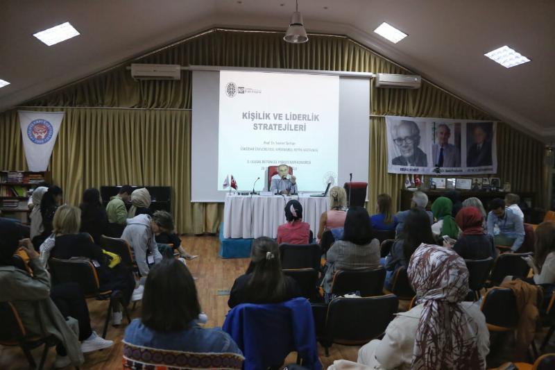 """Prof. Dr. Nevzat Tarhan: """"Lider korkutmaz, güven verir"""""""