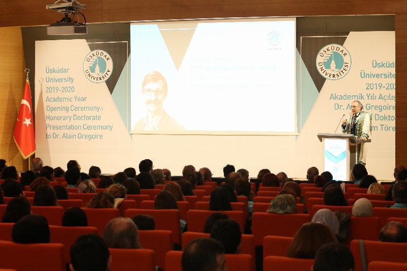 """Yeni akademik yıl açılışında konuşan Prof. Dr. Nevzat Tarhan: """"Mutlu eden şey haz değil, anlamlı yaşamaktır."""""""