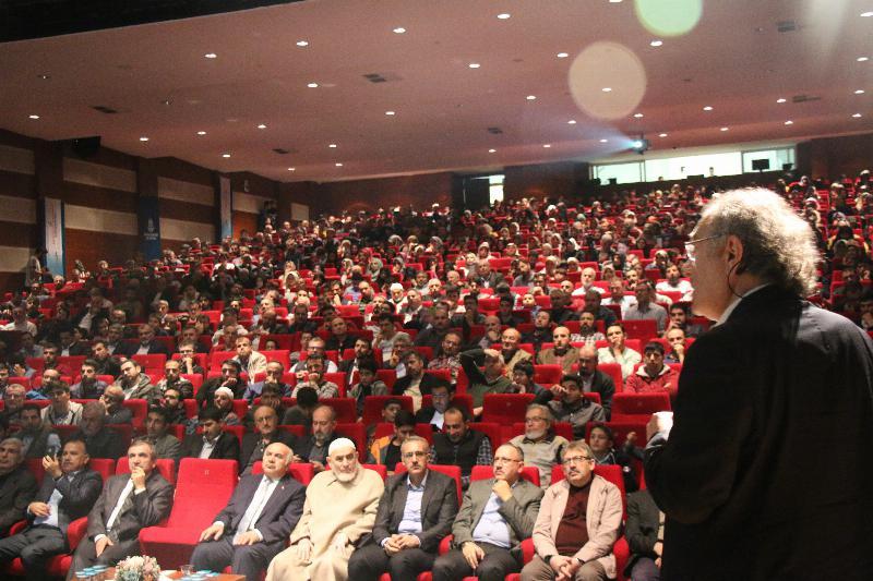 """Prof. Dr. Nevzat Tarhan: """"Takdir, onay, övgü aile bütünlüğünde önemli"""""""