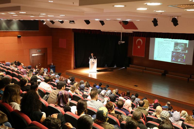 """Prof. Dr. Nevzat Tarhan: """"Gençlere hata yapma hakkı tanımalıyız"""""""
