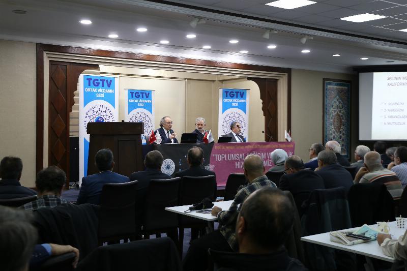 """Prof. Dr. Nevzat Tarhan: """"Gençlik modernizmin rüzgârıyla savrulmuş durumda"""""""