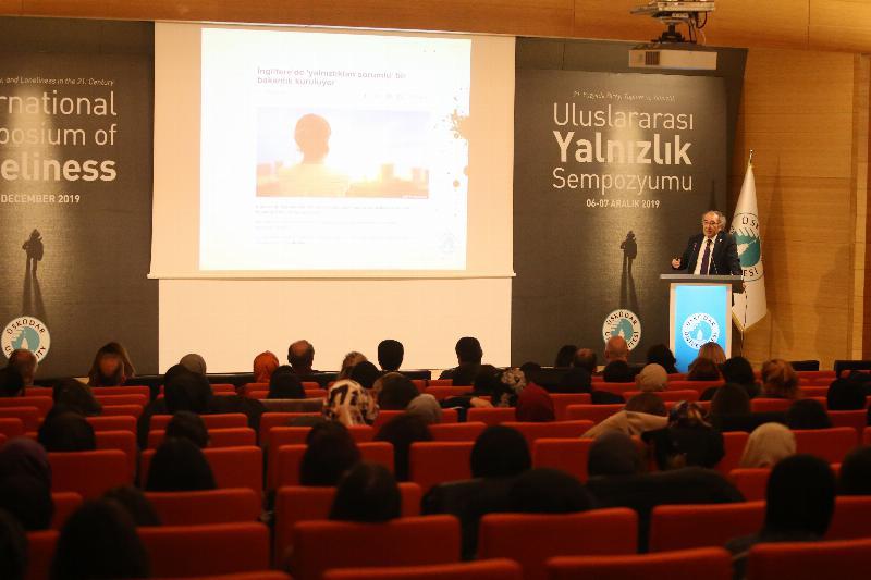 """Prof. Dr. Nevzat Tarhan: """"Dijital bağımlılık yalnızlığın sebeplerinden biri"""""""