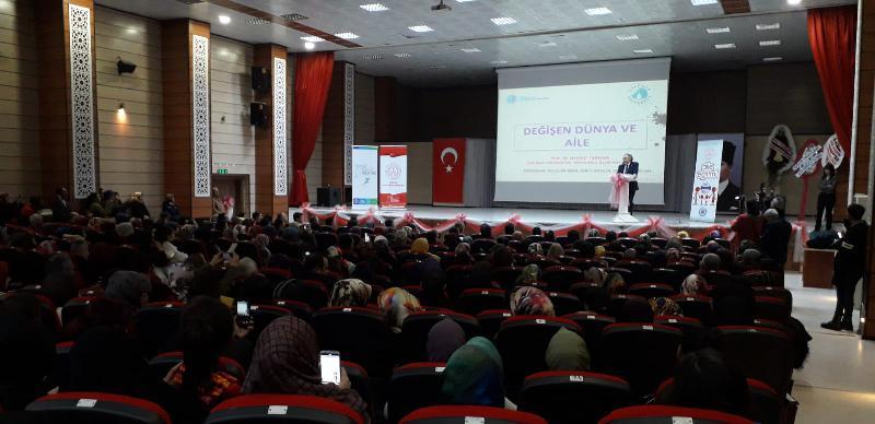 Prof. Dr. Nevzat Tarhan'a Erzincanlılardan yoğun ilgi