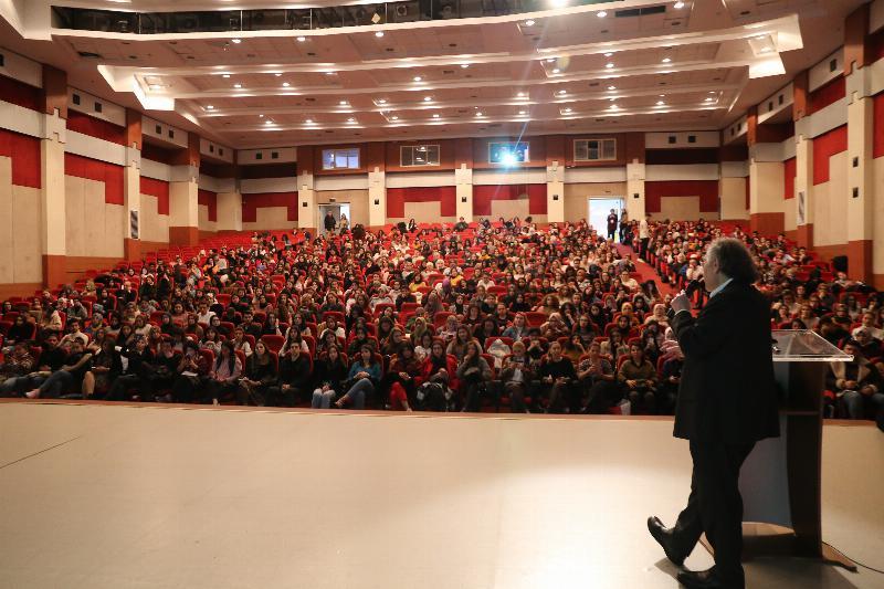 "Prof. Dr. Nevzat Tarhan: ""İyi insan olamayan, iyi psikolog olamaz!"""