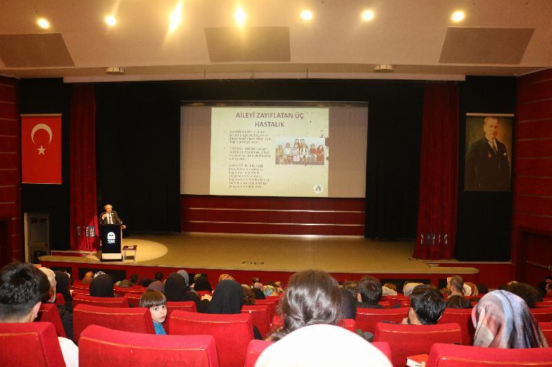 Prof. Dr. Nevzat Tarhan Gebzelilerle buluştu