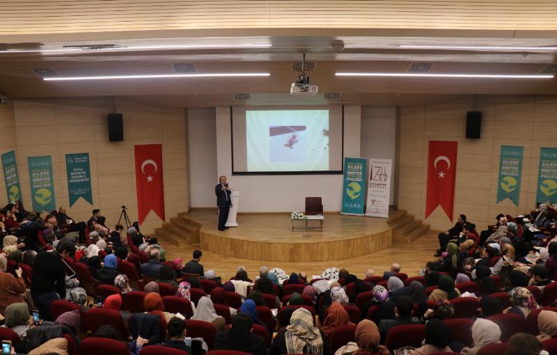 """Prof. Dr. Nevzat Tarhan: """"Batının hastalığı artık Türkiye'ye de girdi!"""""""