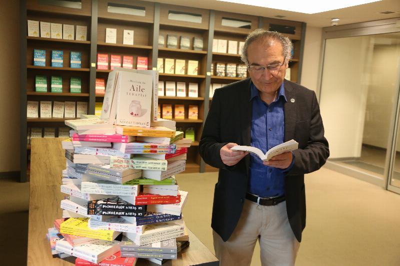 Prof. Dr. Nevzat Tarhan kitapları Millet Kütüphanesinde!