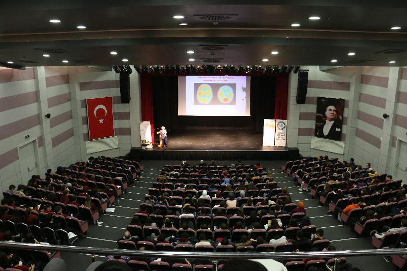 Prof. Dr. Nevzat Tarhan Çorlu'da öğrencilerle bir araya geldi
