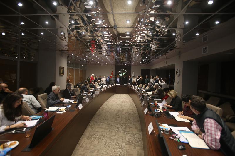 Prof. Dr. Nevzat Tarhan ve senato üyeleri TÜBİTAK'tan destek gören öğrencileri kabul etti