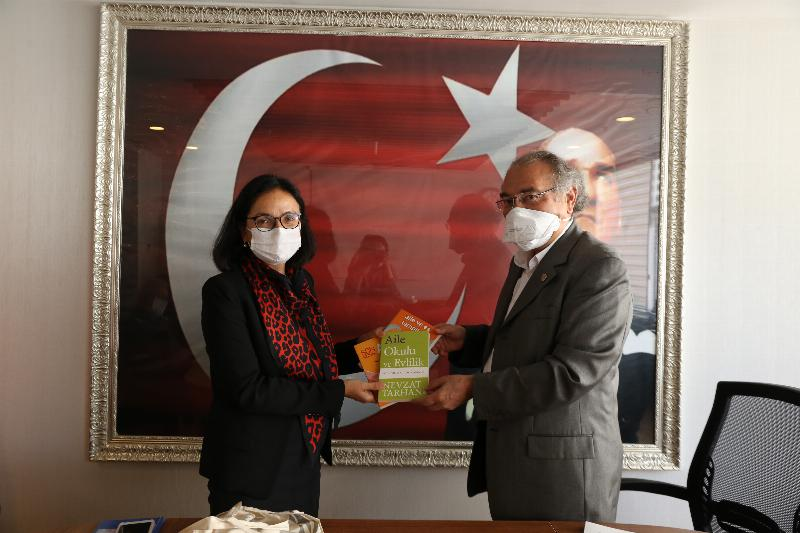 Prof. Dr. Nevzat Tarhan, Dr. Hülya Kaya