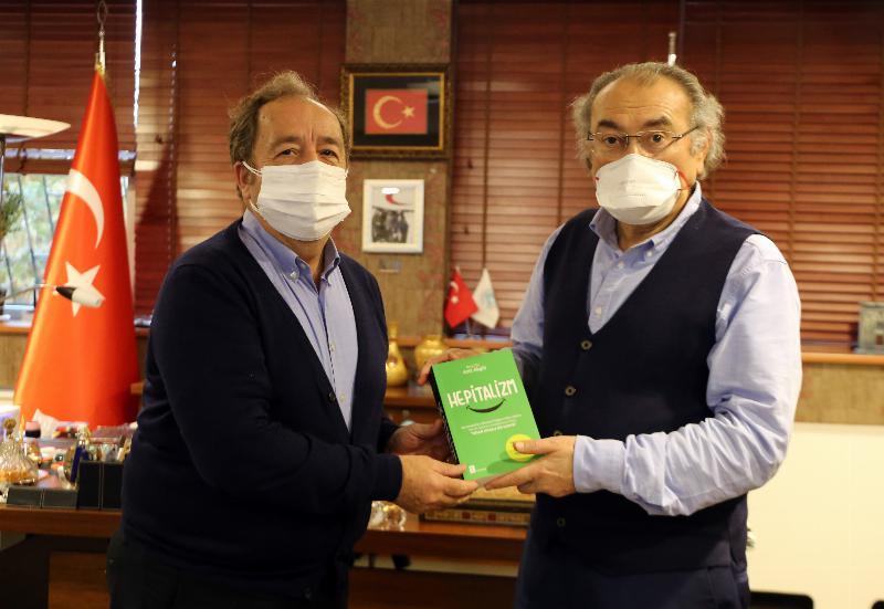 Prof. Dr. Aziz Akgül Prof. Dr. Tarhan'ı Makamında Ziyaret Etti