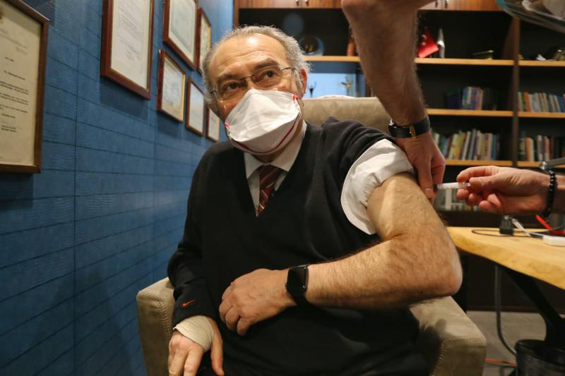 Prof. Dr. Nevzat Tarhan Covid-19 Aşısı Oldu
